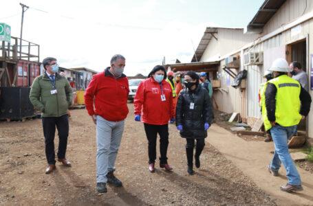 Alcalde De Collipulli Y Seremi De Salud Supervisan Toma De PCR A Trabajadores De Constructora