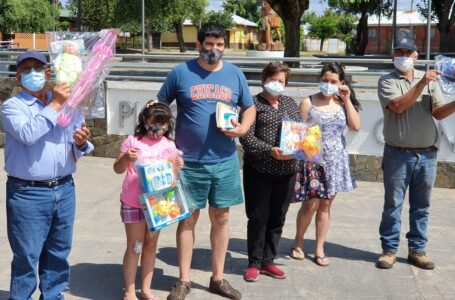 Alcalde Juan Carlos Reinao hizo entrega de más de 2.280 juguetes para niños de Renaico