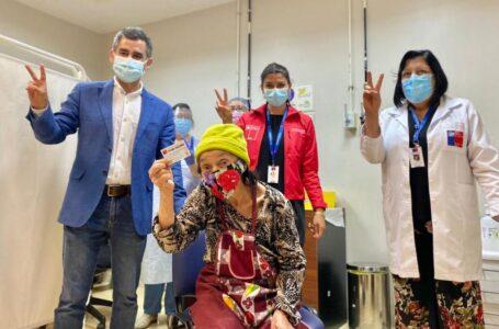 Gobernadora de Cautín y seremi de Salud destacan inicio de segunda dosis de vacunas en la región