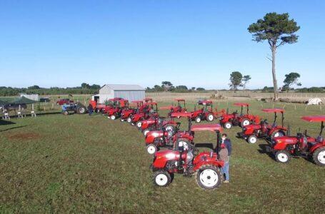 CONADI entregó 15 tractores y maquinaria agrícola a comunidades mapuche para hacer productivas sus tierras