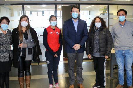 Gobernador Luciano Rivas entregó aporte a gimnasta de Vilcún para competir en torneo mundial de Japón