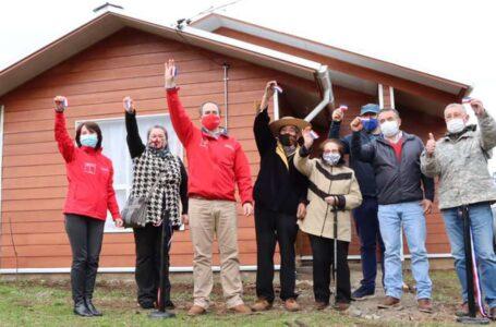32 familias reciben las llaves de sus casas en Teodoro Schmidt