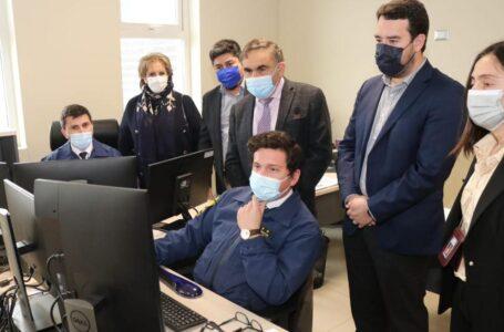 Gobernador Luciano Rivas revisó en terreno reposición de computadores de la PDI financiado por el Gobierno Regional
