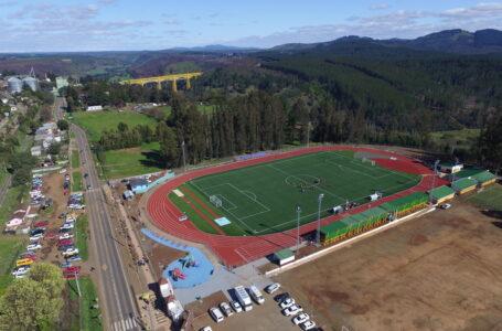 Gobernador Rivas y Alcalde Macaya inauguraron nuevo estadio municipal de Collipulli