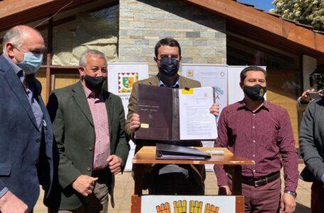Gobernador Luciano Rivas firma nuevo plan regulador para la comuna de Angol